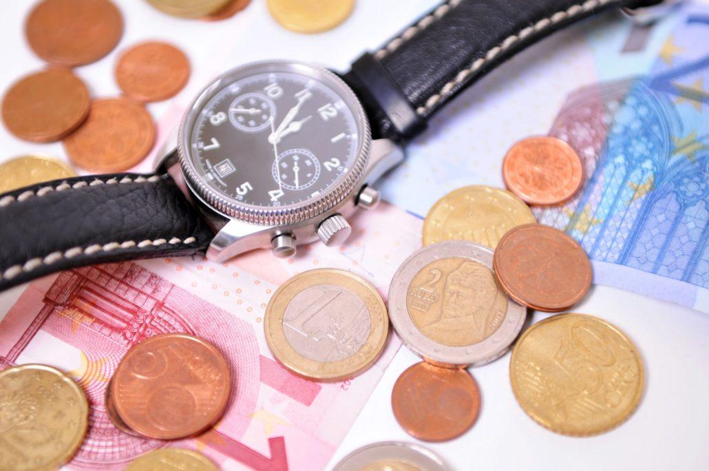 Geldwert einer Uhr, die im Pfandleihhaus beliehen wird