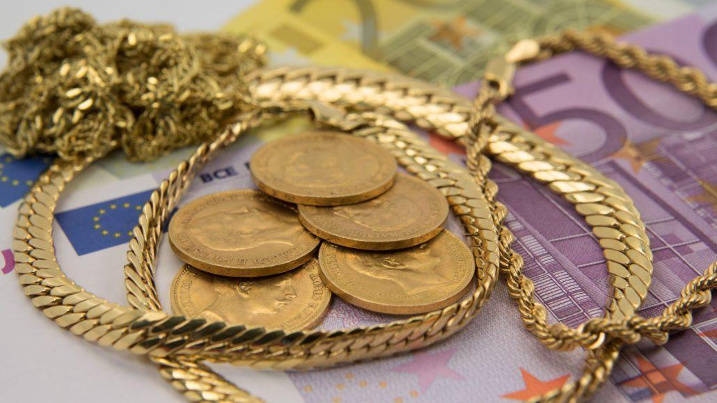 Gold wird im Pfandleihhaus beliehen